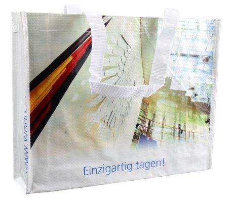 WCC Bonn - World Conference Center, Werbe Taschen - Rückgewinnung im Recycling, insbesondere bei PP Kunststoffen, schneidet deutlich besser ab. Recycling