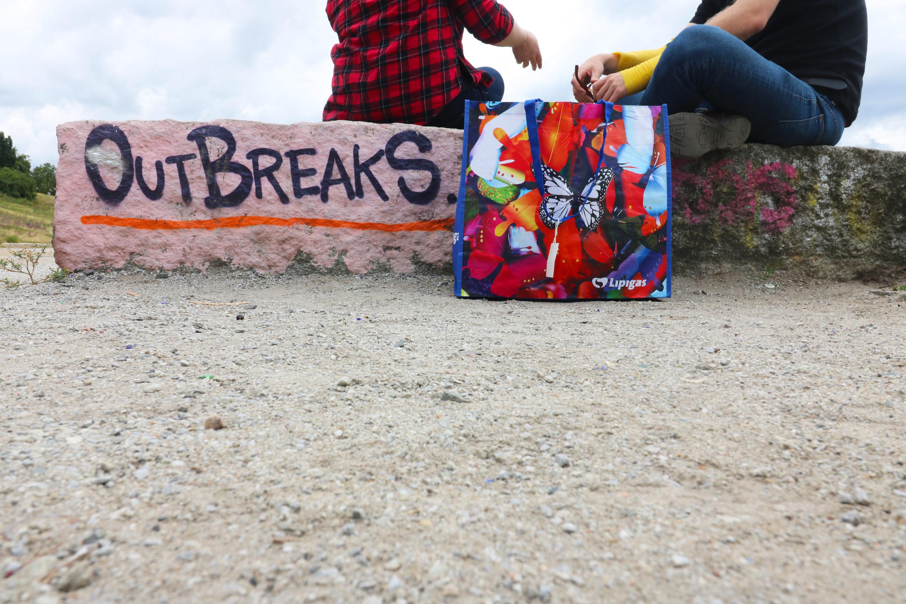 PP Woven Tragetasche im Mauerpark Out breaks Graffiti Prenzlauer Berg Berlin